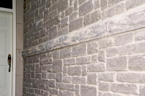 Supersill providing seperation detail in stone wall